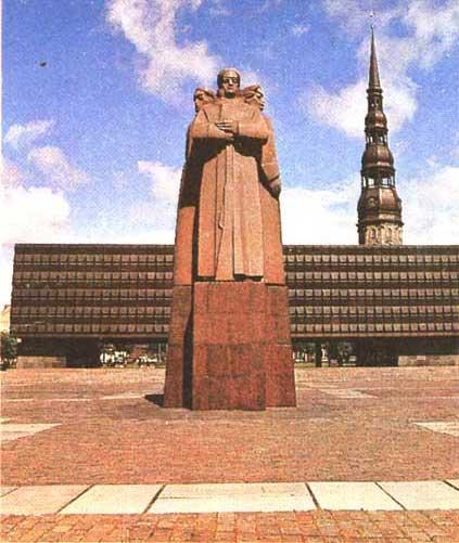 Рига. Памятник латышским красным стрелкам